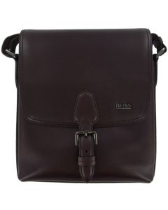 This Hugo Boss messenger bag is made from smooth leather.