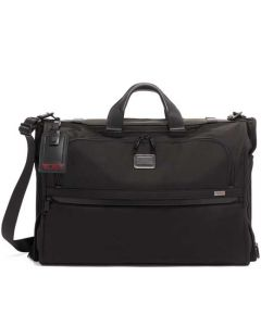 This garment bag has been designed by TUMI.